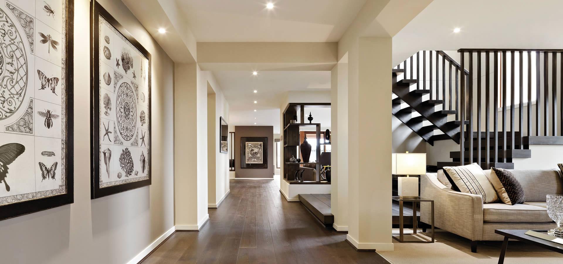 Een gezellige entree in huis zorgt voor een warm welkom sfeer en living - Entree eigentijds huis ...
