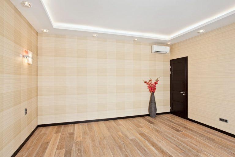 Een laminaatvloer in huis