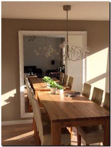 Grote Donkere Eettafel.Een Grote Spiegel In Huis Tips Ideeen En Advies Sfeer En Living