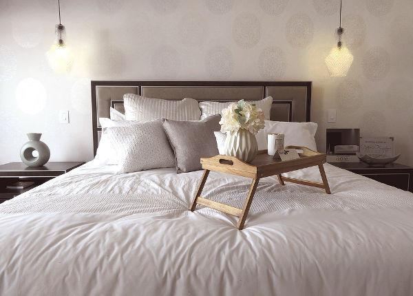 Creëer een luxe hotelkamer gevoel in je slaapkamer sfeer en living