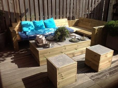 De tuintrend van 2018: het gebruik van teakmeubels/lounge sets