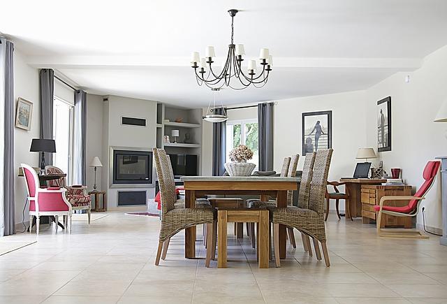 Je woonkamer groter laten lijken; zo doe je dat!