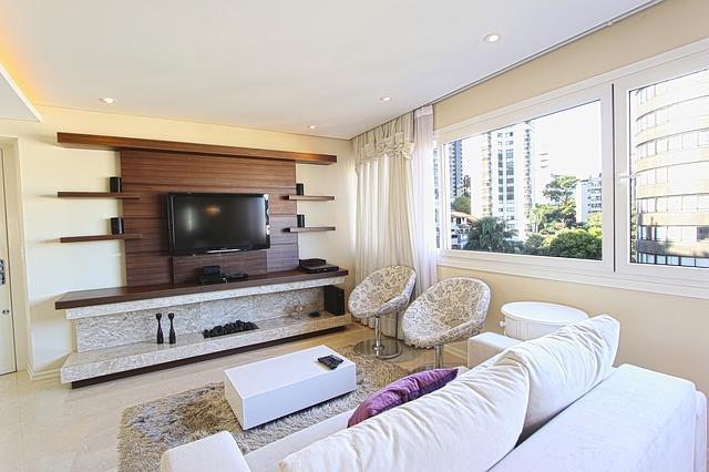 TV ophangen of op een meubel zetten? Lees hier de voor- en nadelen!