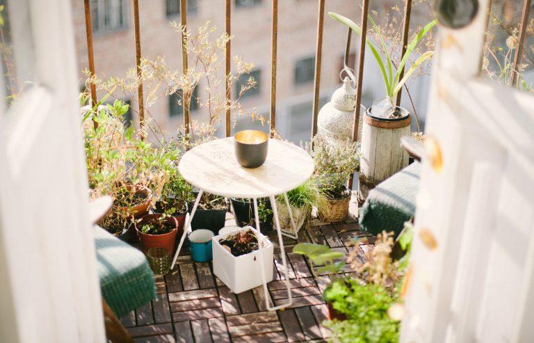 Een tuin VS. balkon: waar moet je rekening mee houden?