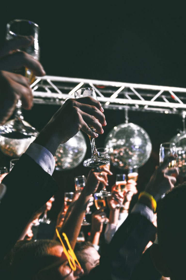 Boek een DJ en organiseer een onvergetelijk bruiloftfeest!