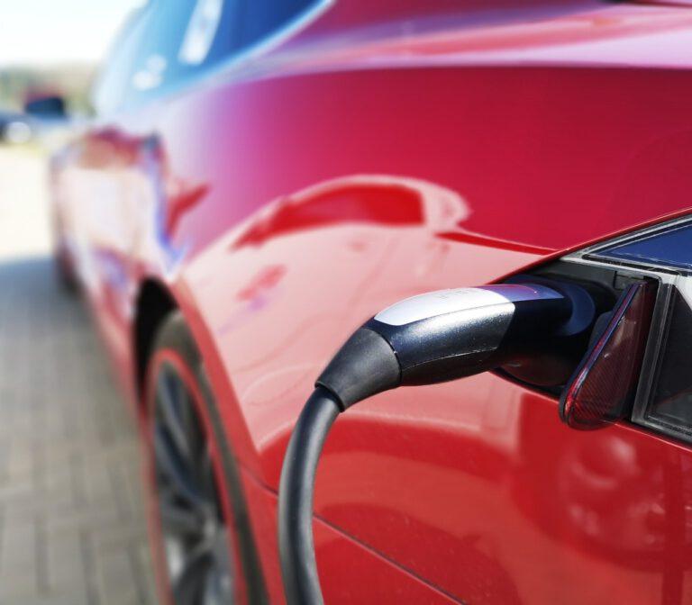 Aan welke kosten moet je denken bij jouw auto thuis elektrisch op te laden?