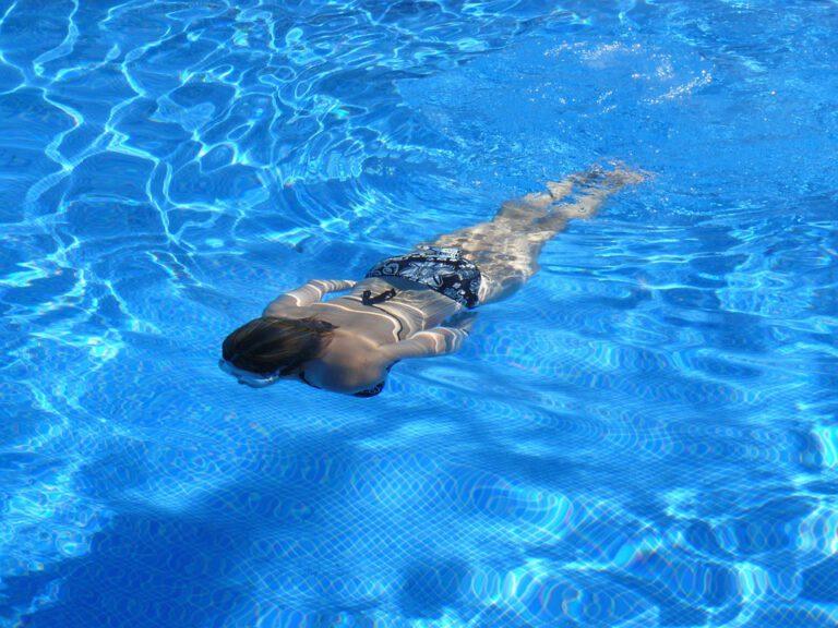 3 tips om je buitenzwembad langer schoon te houden